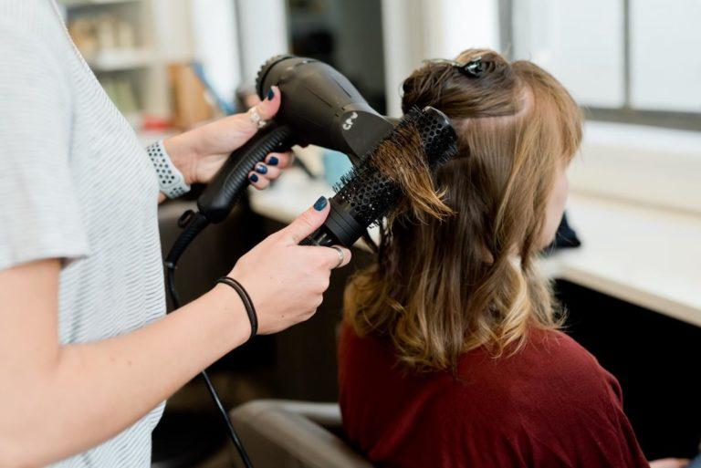 Co ma znaczenie, gdy selekcjonuje się sprzęt fryzjerski?