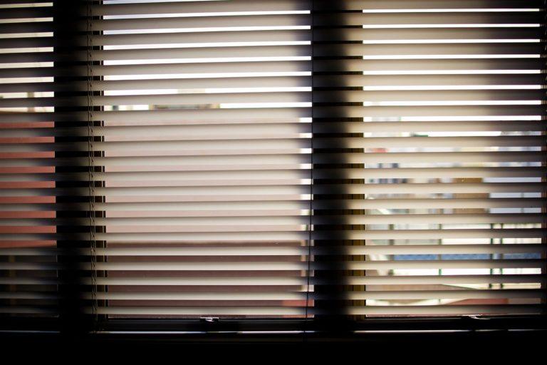 Czy rolety w oknach to dobry wybór dla ciebie