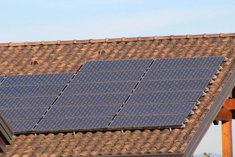 Co oznacza wydajność ogniw paneli słonecznych?