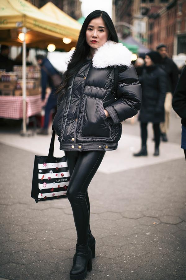 Czarne legginsy ze skóry to idealny dodatek do wielu stylizacji