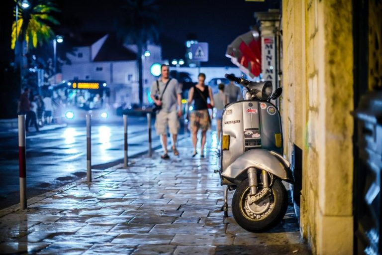 Oświetlenie miejskich ulic jest niezwykle istotnym elementem.