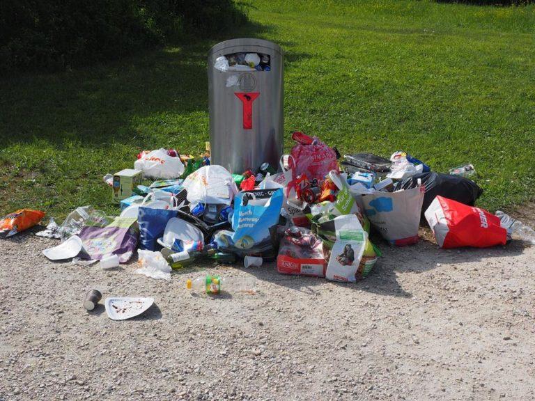 Odpowiednie pojemniki na odpady ułatwiają recykling